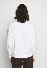 Calvin Klein - SUMMER CENTER LOGO - Felpa - bright white - 2
