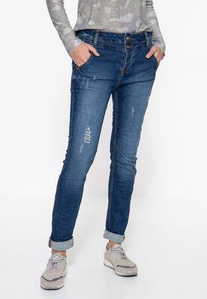 MIT PAILLETTENAUFSÄT - Slim fit jeans - blau