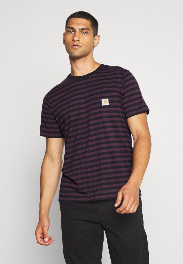 PARKER POCKET - Camiseta estampada - dark navy/boysenberry
