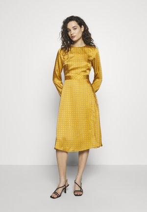 DRESS - Denní šaty - gold