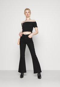 Glamorous - BARDOT 2 PACK - Basic T-shirt - black/red - 0