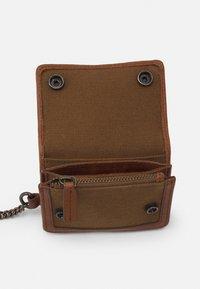 Belstaff - CHESTER UNISEX - Wallet - brown - 2