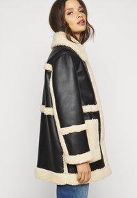 Topshop Petite - BONDED BORG REVERSIBLE SHACKET - Winter coat - black/cream - 4