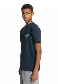 Quiksilver - ISLE OF STOKE - Print T-shirt - navy blazer - 0