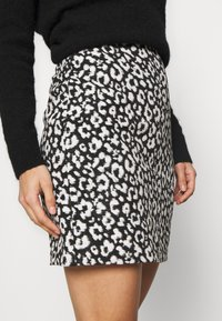 Dorothy Perkins - MONO ANIMAL TEXTURED SKIRT - A-line skirt - black - 4