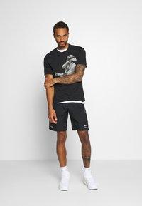 Nike Sportswear - Shorts - black - 1