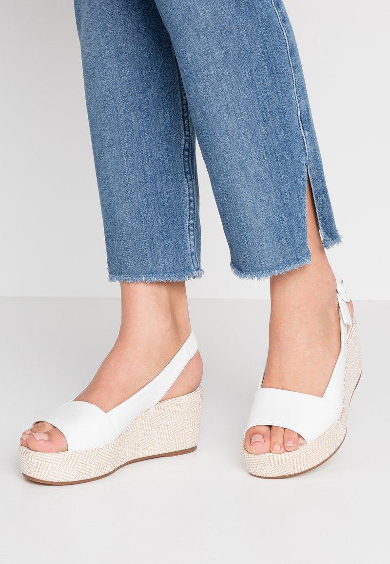 Högl - Platform sandals - bamboo weiß