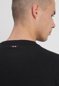 Napapijri - 3 PACK - T-shirts print - black/white/navy - 6