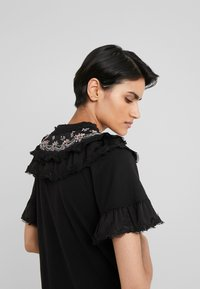 Needle & Thread - EMBELLISHED WREN RUFFLE TEE - T-Shirt print - ballet black - 3