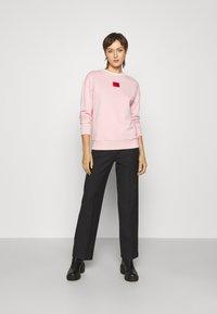 HUGO - NAKIRA - Športni pulover - light pastel pink - 1