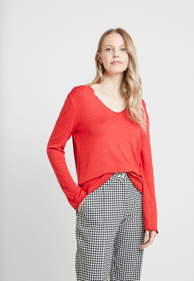 JONNA V NECK - Sweter - red velvet solid