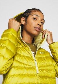 Nike Sportswear - Down jacket - tent/tea tree mist - 3