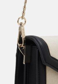 Valentino Bags - PAMELA - Across body bag - nero/natur - 3