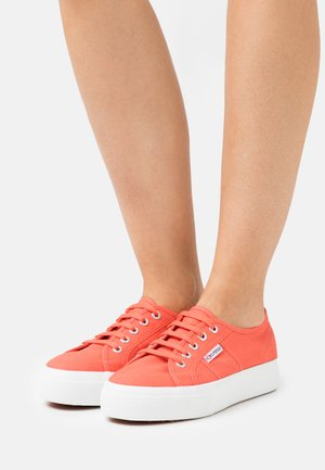 2730 - Trainers - red coral