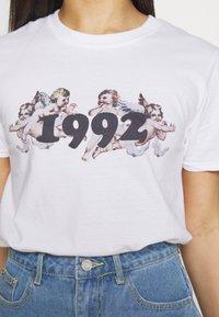 Missguided Petite - CHERUB - Camiseta estampada - white - 5