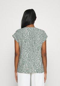 Vero Moda - VMLIVA - Camiseta estampada - laurel wreath - 2