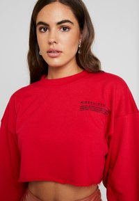 Missguided - CROPPED RAW HEM - Sweatshirt - red - 4