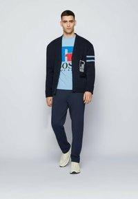 BOSS - Print T-shirt - open blue - 1