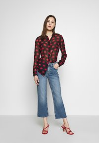 Guess - CROP FLARE - Flared jeans - soround - 1