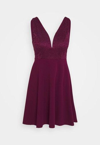 CHRISTINA SKATER DRESS - Koktejlové šaty/ šaty na párty - plum
