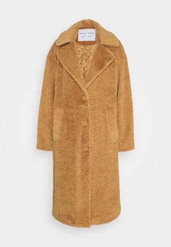 TEDDYBEAR COAT WITH SIDE SLITS - Klasický kabát - toast