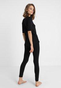 Short Stories - BLACK MATTERS - Pyjama top - black - 2