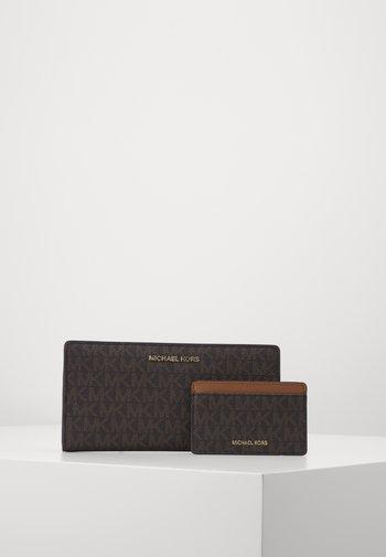 CARD CARRYALL SET - Lommebok - brown