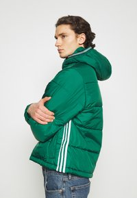 adidas Originals - HOODED PUFF - Veste d'hiver - green - 4