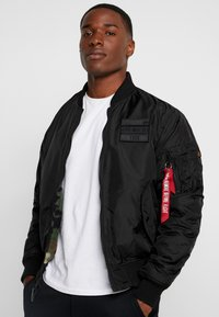 Alpha Industries - REVERSIBLE TEDDY - Bomberjacks - black - 0