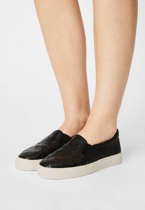TRAINER - Nazouvací boty - black