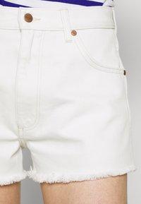 Wrangler - FESTIVAL  - Szorty jeansowe - white sand - 3