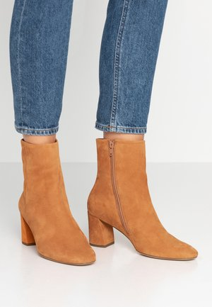 Classic ankle boots - amber
