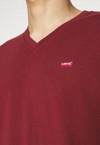 Levi's® - VNECK - Basic T-shirt - reds - 4