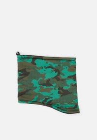 black/rough green/seafoam