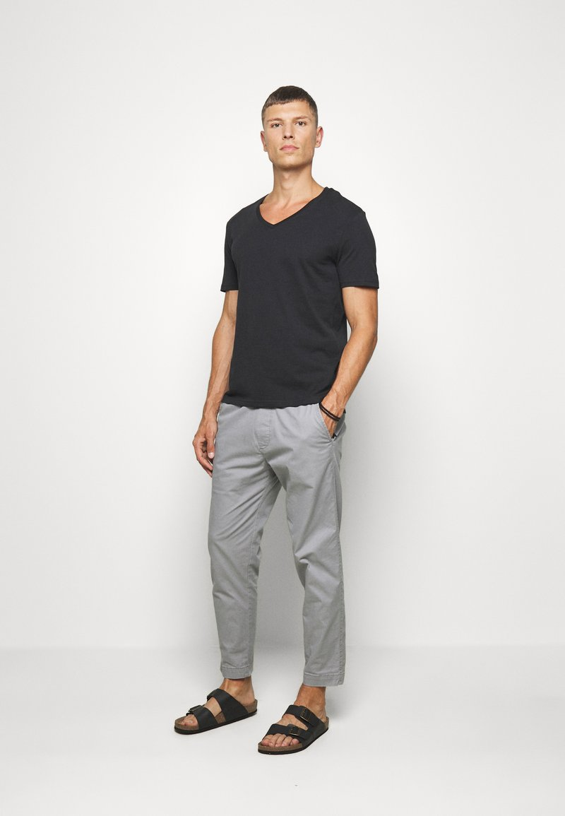 Pier One - 2 PACK - Basic T-shirt - anthracite/black