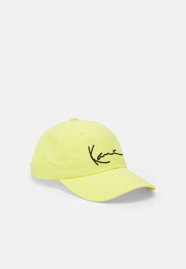 SIGNATURE UNISEX - Lippalakki - yellow