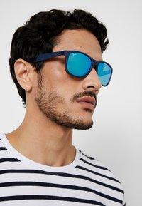 Ray-Ban - Sluneční brýle - shiny blue/green - 1