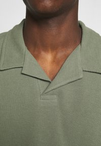 Jack & Jones PREMIUM - JPRHARREM  - Polo shirt - agave green - 5