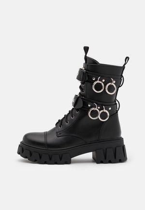 VEGAN CERYX - Platåstøvletter - black