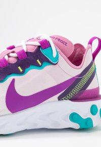 Nike Sportswear - REACT 55 - Zapatillas - flamingo/vivid purple/eggplant/oracle - 2