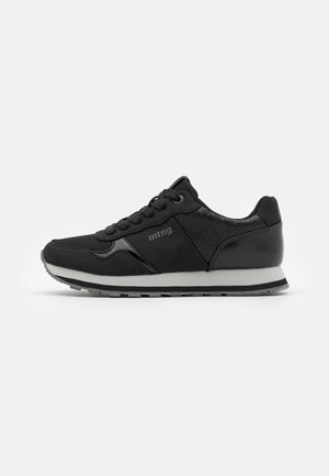 CORE - Trainers - black