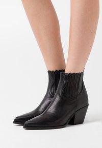Bianca Di - Ankle boots - nero - 0