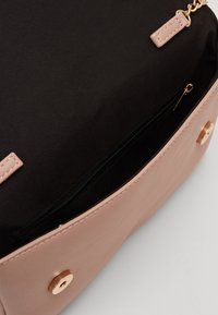 Dorothy Perkins - TASSEL - Clutch - rose/gold - 3