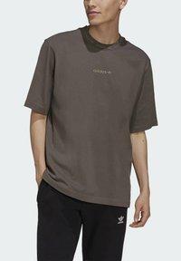 adidas Originals - RIB DETAIL  - Basic T-shirt - brown - 3
