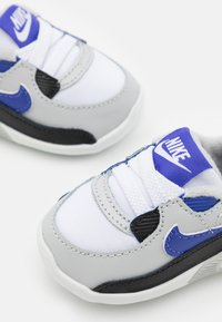 Nike Sportswear - MAX 90 CRIB - First shoes - grey fog/lapis/black/white - 5