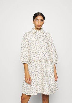 YASCALA QUILTED DRESS  - Skjortekjole - eggnog