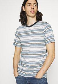 KnowledgeCotton Apparel - ALDER STRIPED TEE - Print T-shirt - asley blue - 4