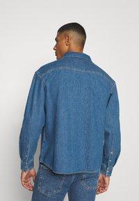 Calvin Klein Jeans - OVERSIZED SHIRT - Overhemd - mid blue - 2