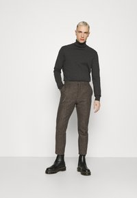 Shelby & Sons - STANLEY TROUSER - Trousers - brown - 1