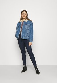Levi's® - EX-BF SHERPA TRUCKER - Giacca di jeans - addicted to love - 1